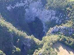 Foto ITHACA  427, de grot van Dante (2)